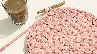 איך לסרוג שטיח איקסים מפוצלים בחוטי טריקו - Crochet round waistcoat cross stitch rug