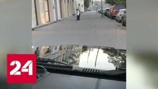Мажоры прокатились по тротуару в самом центре Москвы - Россия 24