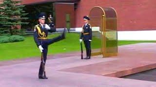 Почётный караул у вечного огня An honor guard at the Eternal Flame 仪仗队 名誉ガード حرس الشرف