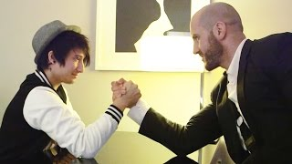 WWE Superstar Cesaro vs. Julien Bam & Co. – Armwrestling & Flachwitz Challenge