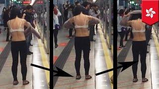 À OUALPÉ: Une femme change de chemise dans une station de métro