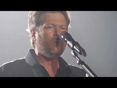 Blake Shelton - Every Time I Hear That Song - Rosemont, IL