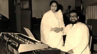Asha Bhosle - Tere Mere Sapne (1971) - 'phurr ud chala'