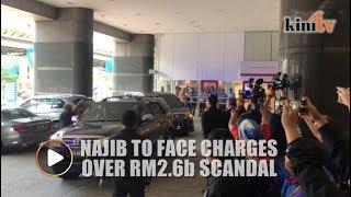 Najib arrives at police CCID HQ