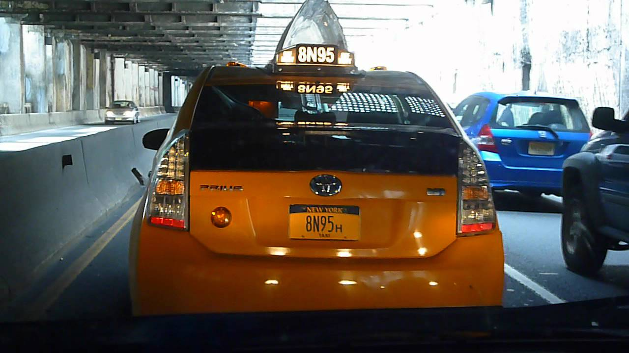 Nyc Toyota Prius Taxi  Yellow Cab  With Off Duty Light On