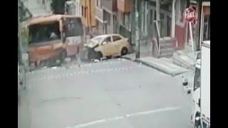 Doble imprudencia generó fuerte choque entre una buseta y un taxi en el sur de Bogotá