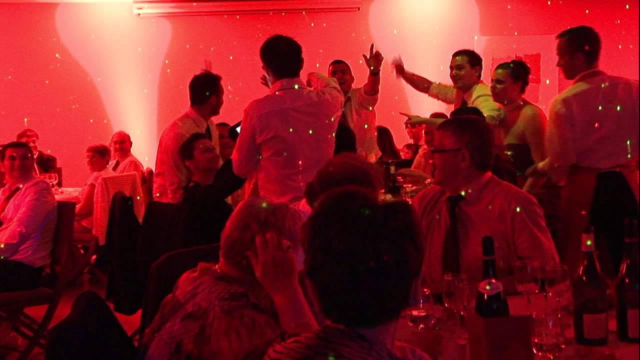 raphal dj animateur de mariage lors dun quizz au restaurant le butte plouider - Quizz Musical Mariage