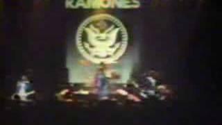 The Ramones - Rockaway Beach 1977(live)