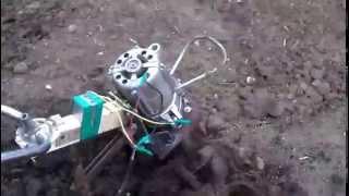 электрокультиватор.(валялся неисправный мотокультиватор ROBIX , решили сделать из него лёгкий переносной электрокулбтиватор..., 2015-05-20T13:51:26.000Z)