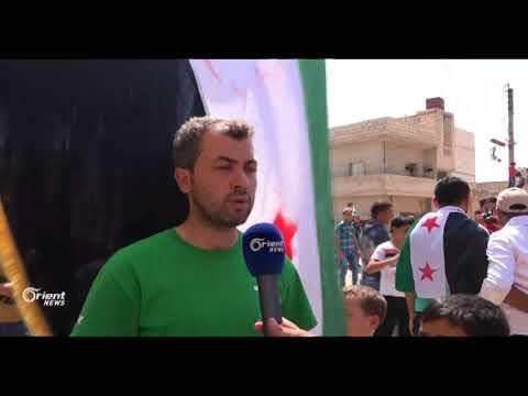 أهالي مدينة الأتارب بريف حلب  يتظاهرون تضامنا مع ضحايا الدفاع المدني  - 21:20-2017 / 8 / 19