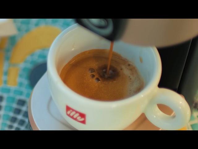 Prezentare espressor H2On și cafea illy