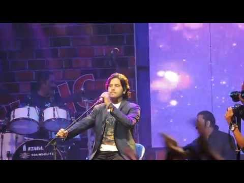Aaoge Jab Tum from Jab We Met - Javed Ali Live at Phoenix Mall Bangalore 27th December, 2014