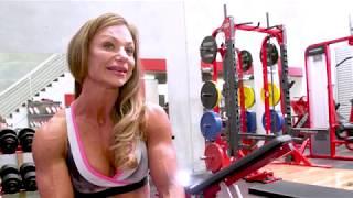 Training legs with IFBB Physique Pro Vesna Kouzan