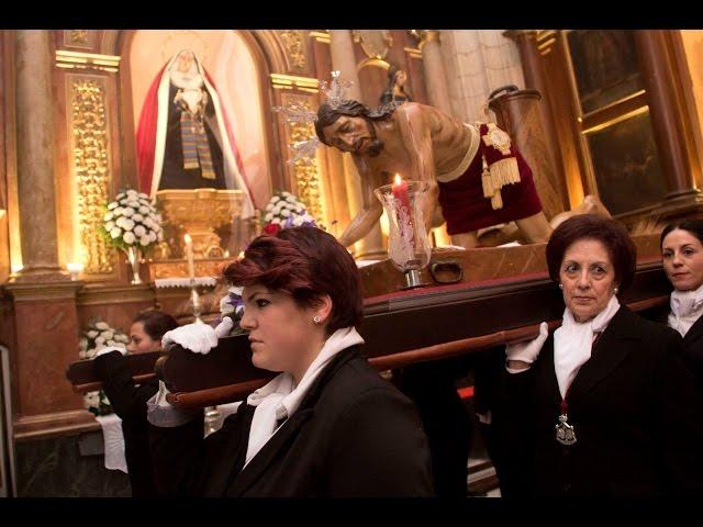 VÍDEO: El Vía Crucis de la Humillación de la cofradía de Servitas también optó por la intimidad de su templo ante las inclemencias del tiempo