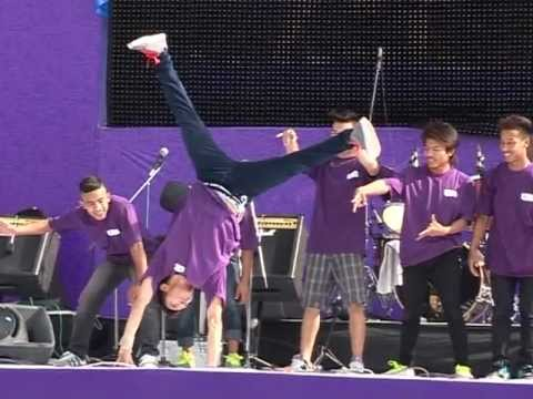 B-boying on I am Ncell