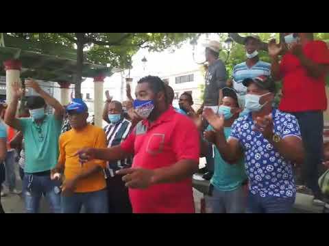 Ex empleados del Ayuntamiento de Moca reclaman liquidación por despidos. -  YouTube
