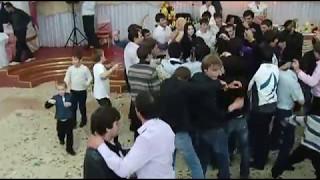 Жених и невеста танцуют клубняк))))))