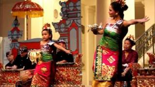 Tari pendet Balinese dance