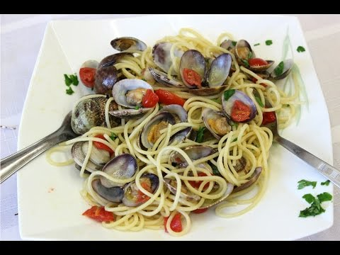 Spaghetti alle Vongole in Sorrento -  Rossella's Cooking with Nonna