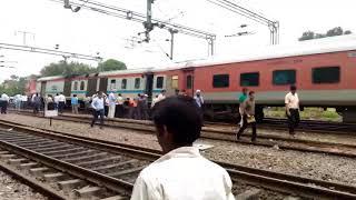 Video Ranchi Rajdhani derailed while entering New delhi Railway station download MP3, 3GP, MP4, WEBM, AVI, FLV September 2017