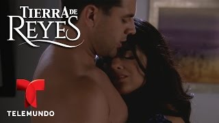 Video Tierra de Reyes | Los Reyes al desnudo (Parte 11) | Telemundo Novelas download MP3, 3GP, MP4, WEBM, AVI, FLV Juli 2018