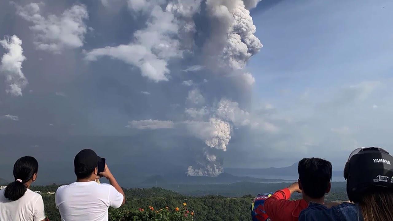 В Италии проснулся самый непредсказуемый вулкан страны Стромболи.