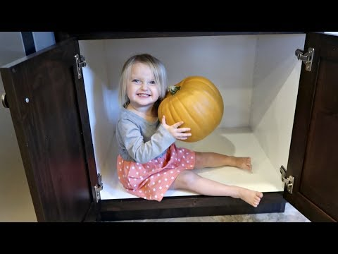 🎃CUTE BABY AND HALLOWEEN PUMPKINS!🎃