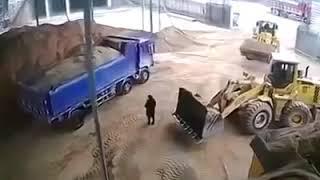 545f8bd3cbd China  Excavadora atrapa por error a mujer y la arroja en trituradora