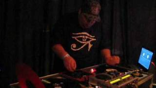 Classic America Turntablist Scratch Session