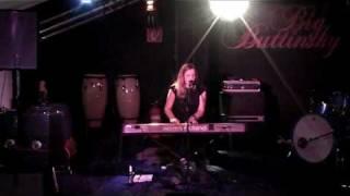"""DAISY CHAPMAN """"Words In DIrt""""  live @ big Buttinsky Osnabrück 2010-02-17"""