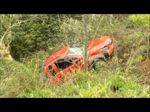 Motorista fica ferida pós cair em barranco de 30 metros na BR-267