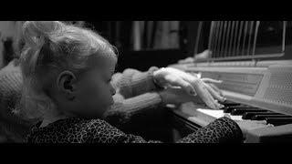 Смотреть клип Coone Ft. David Spekter & Hardstyle Pianist - Faye