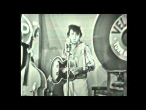 Johnny Cash Does Elvis Presley (Live) - Heartbreak Hotel