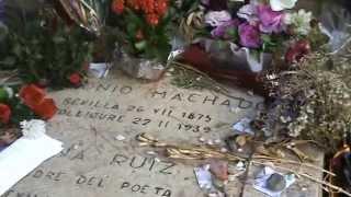 En Colliure, tumba de Antonio Machado y de su madre, Ana, muerta tres días después que el poeta