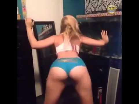 hot blonde twerk