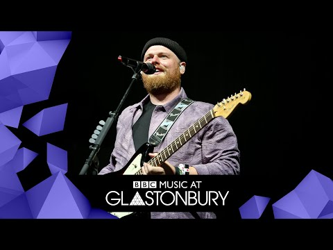 Tom Walker - Leave A Light On (Glastonbury 2019)