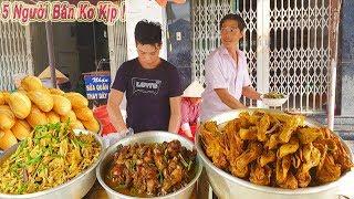 Choáng Xe Bánh Mì Phá Lấu Vịt cực khủng trên vỉa hè Sài Gòn