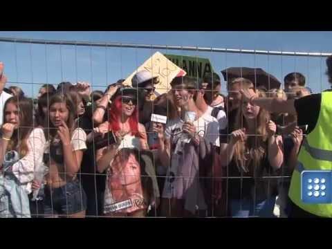 """Koncert Rihanny. Tłumy napierają na barierki. """"Uciekaj, uciekaj"""""""