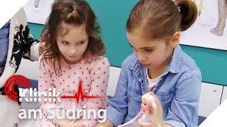 Unzertrennliche Freundinnen: Nina und Anni kleben sich aneinander! | Klinik am Südring | SAT.1 TV
