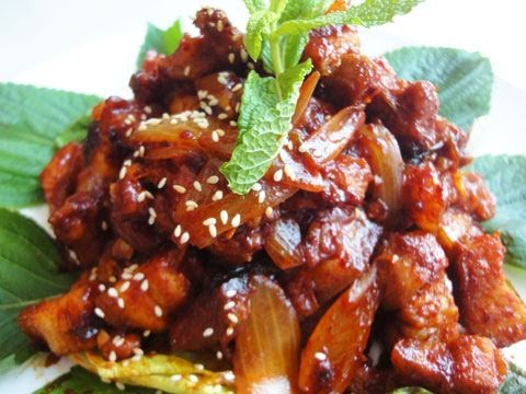 Korean spicy stir-fried pork (Dwaejigogi-bokkeum: 돼지고기볶음)
