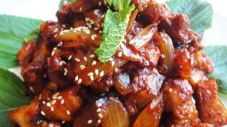 Korean Spicy Stir-fried Pork (jeyukbokkeum:제육볶음)