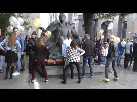 День Памяти Майкла Джексона. Москва, Новинский б-р. Стена MJ. Танцы. Thriller
