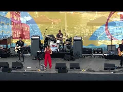 Cassadee Pope - I Wish I Could Break Your Heart [Nashville, TN]