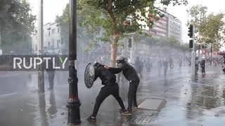 Chile: Police drench anti-government protesters with water cannons in Santiago