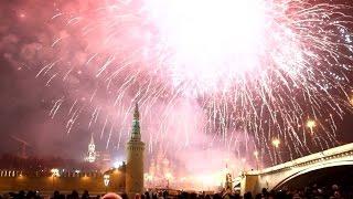 Салют на Красной площади - Новый год 2016 / Fireworks on Red Square New Year's Eve 2016(Грандиозный фейерверк в Москве в честь Нового года! Всех с праздником! Смотри и подпишись! http://goo.gl/X2VHh3 Все..., 2015-12-31T22:48:43.000Z)