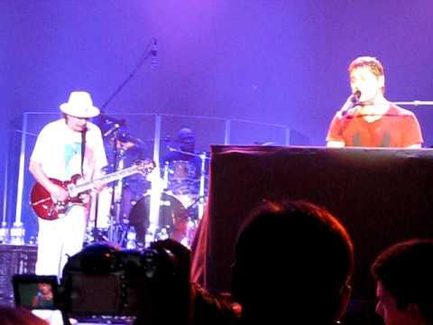 Rob Thomas & Carlos Santana  Aint No Sunshine  San Jose