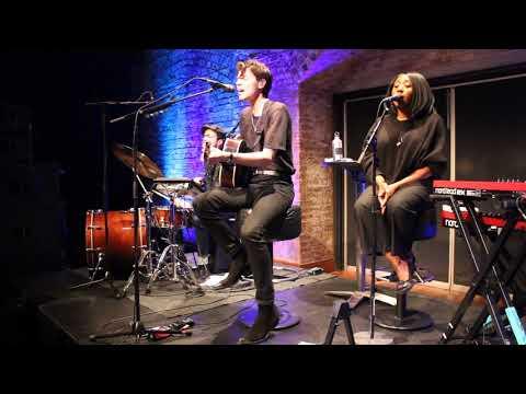 James Bay singing 'Craving' live 17/4/2018