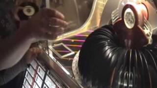 """De vinylsingle van Jan Smit  """"Leef nu het kan"""" speelt prima in onze jukebox!"""