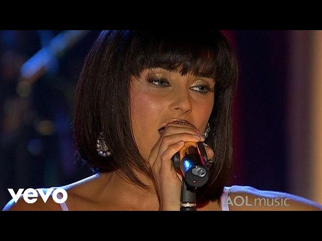 Nelly Furtado - Try (Live at the Roxy)