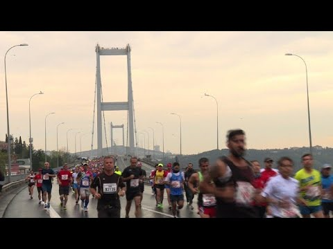 Thousands run in Istanbul Marathon from Asia to Europe
